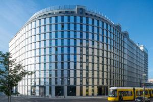 Alexander Parkside Hotel Berlin. Fenstersysteme von GEALAN.