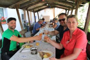 Im Wirtshaus Adelskammer: Prost und guten Appetit