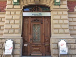 Eingangspforte der LfA Förderbank in Hof