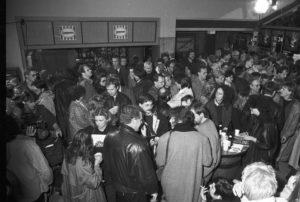 Internationale Hofer Filmtage 1988: Volle Kinos bietet das Filmfestival bis heute. (Bild: Internationale Hofer Filmtage/Archiv)