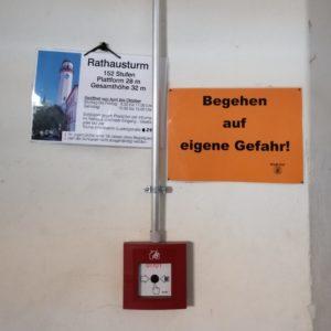 Begehung Hofer Rathausturm; Hinweisschilder