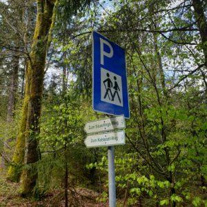 Am Wanderparkplatz des Geroldsgrüner Ortsteils Silberstein geht es los.