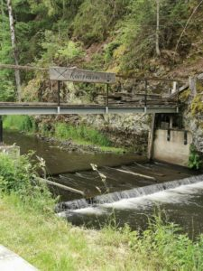 Das Köstenwehr am Radweg Richtung Kronach ist, wenn Floßfahrten stattfinden, sicher ein interessanter Standpunkt.