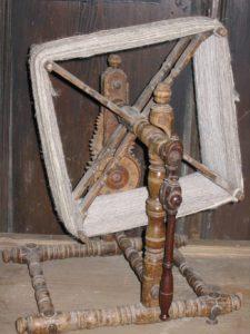 Eine Weife mit gut erkennbarem Zählwerk an den hinten liegenden Zahnrädern (Wikimedia Commons)