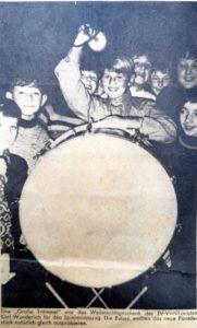 Die große Trommel des Spielmannszuges, bei dem die Schneiderbanger´s ihre musikalische Karriere begannen, wurde eingeweiht. Am Trommelstock – Mimi.