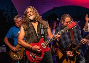 """Steve mit der Musikband """"Blue Indigo""""."""